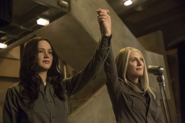 Coin and Katniss in District 13.