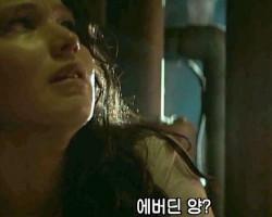 Katniss-Hiding1