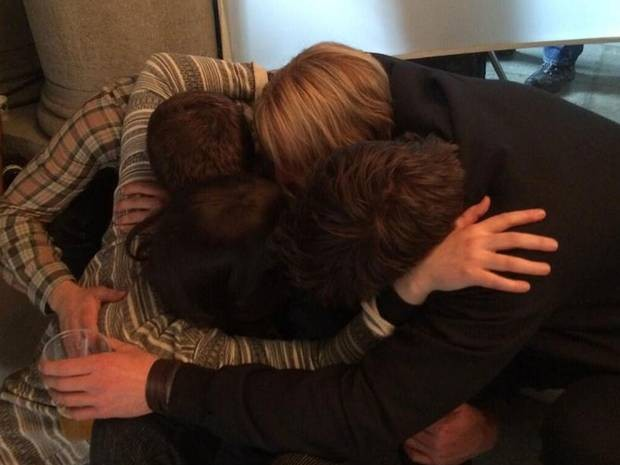jennifer-josh-liam-woody-group-hug-last-day