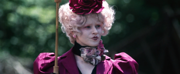 Elizabeth-Banks-as-Effie-Trinket-in-the-hunger-games-awesome-hairstyle
