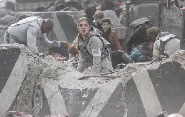 prim rebel medic injured refugee children peacekeeper capitol